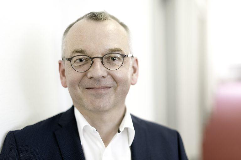 Über die schöne Welt des Corporate Newsrooms – Ein Gespräch mit Prof. Dr. Christoph Moss